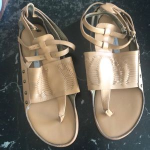 CYNTHIA VINCENT natural leather sandals NWT  6.5